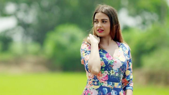 Himanshi Khurana Wiki, Age, Height, Weight, Songs & HD Wallpapers
