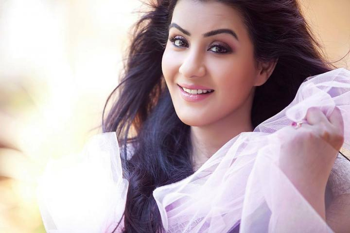 Shilpa Shinde Wiki, Age, Height, Weight, Family & More