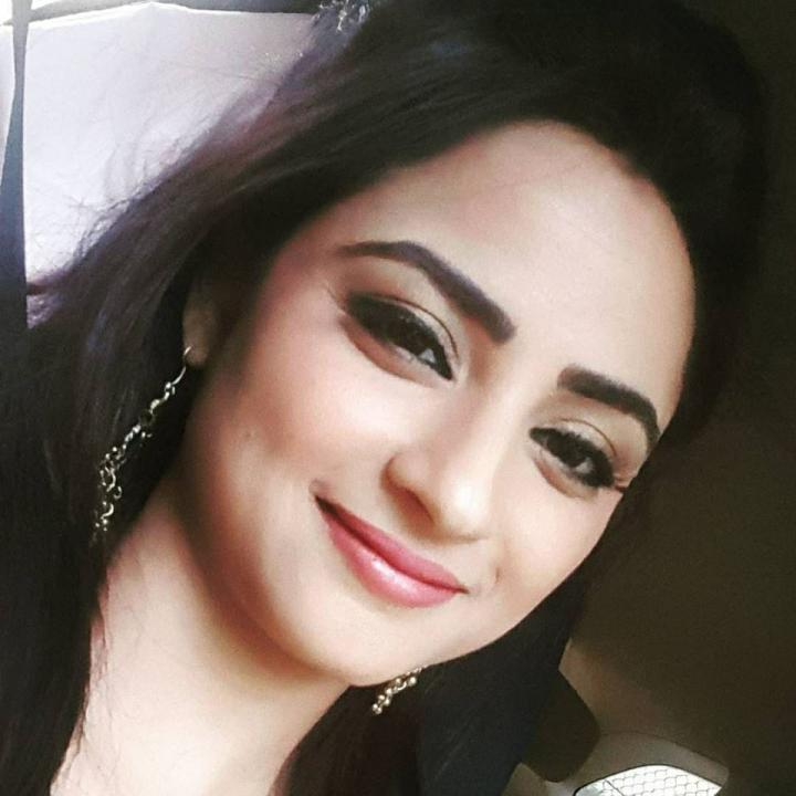 Madirakshi Mundle Wiki, Age, Height, Weight, Family & Images