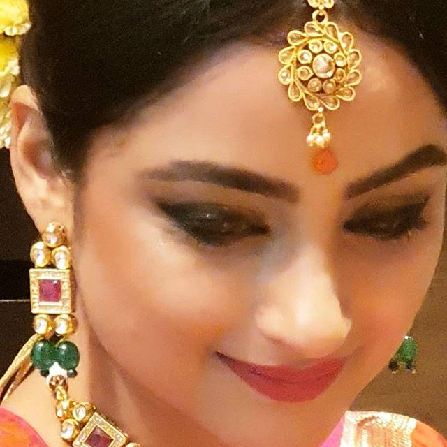 Madirakshi Mundle biography