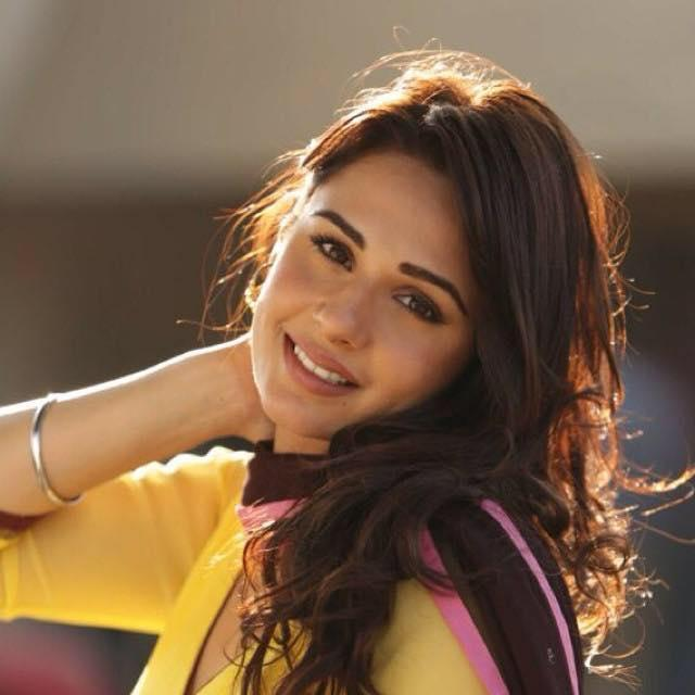 Mandy Takhar Wiki, Age, Height, Weight, Family, Photos