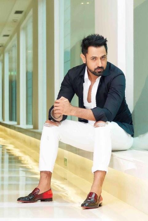 Gippy Grewal Wiki, Age, Height, Weight, Wife, Movies, Songs