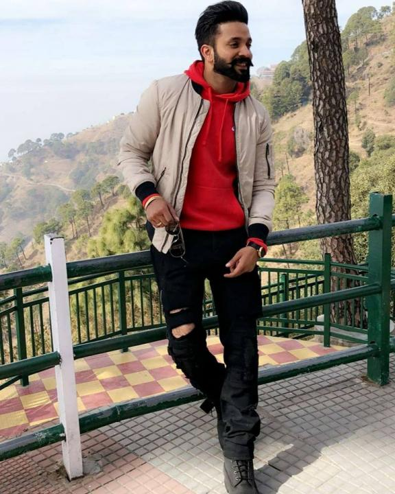Dilpreet Dhillon Wiki, Age, Height, Weight, Wife, Family, Songs