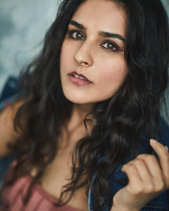 Angira Dhar Wiki, Age, Height, Weight, Photos, Family