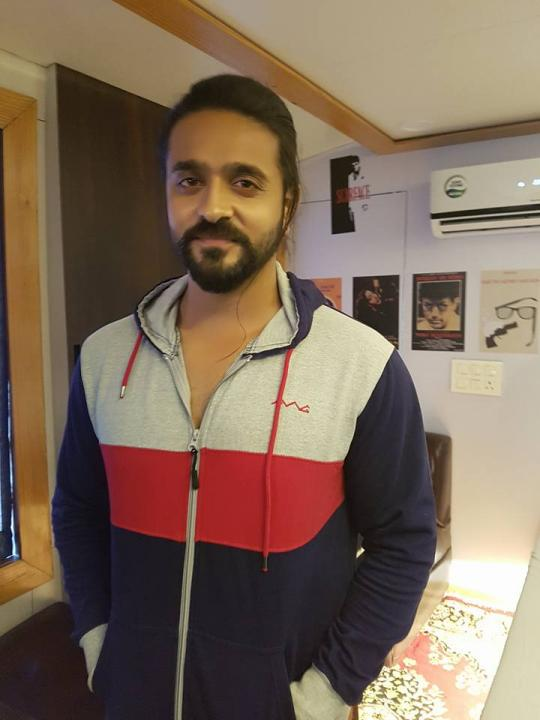 Ashish Sharma Wiki, Age, Height, Weight, Wife, Son