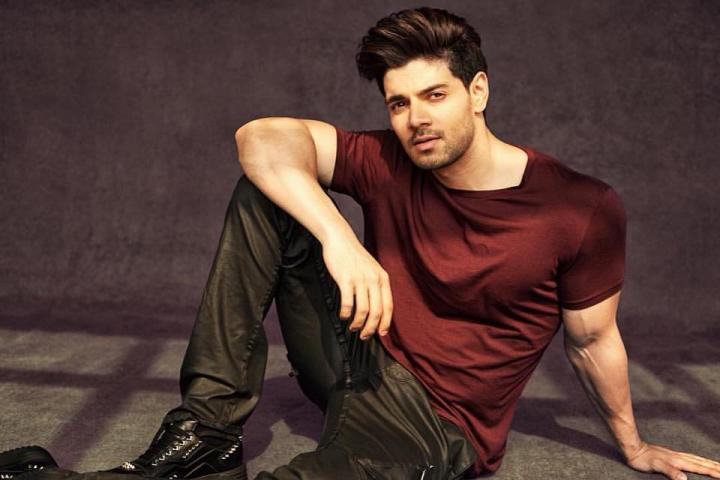 Sooraj Pancholi Wiki, Age, Height, Weight, Father, Birthday, Family