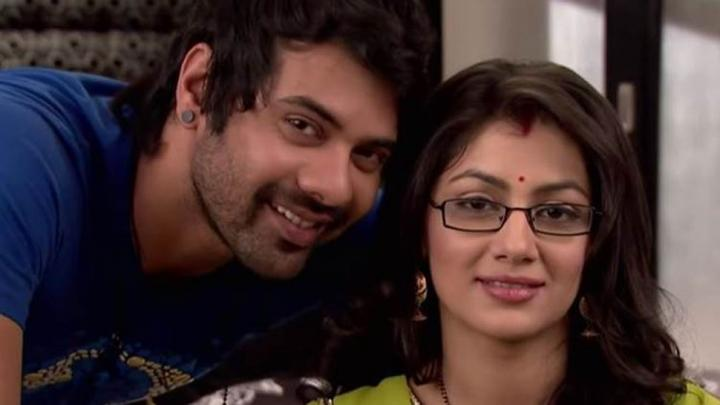 Kumkum Bhagya Cast/Characters Real Name and Timings