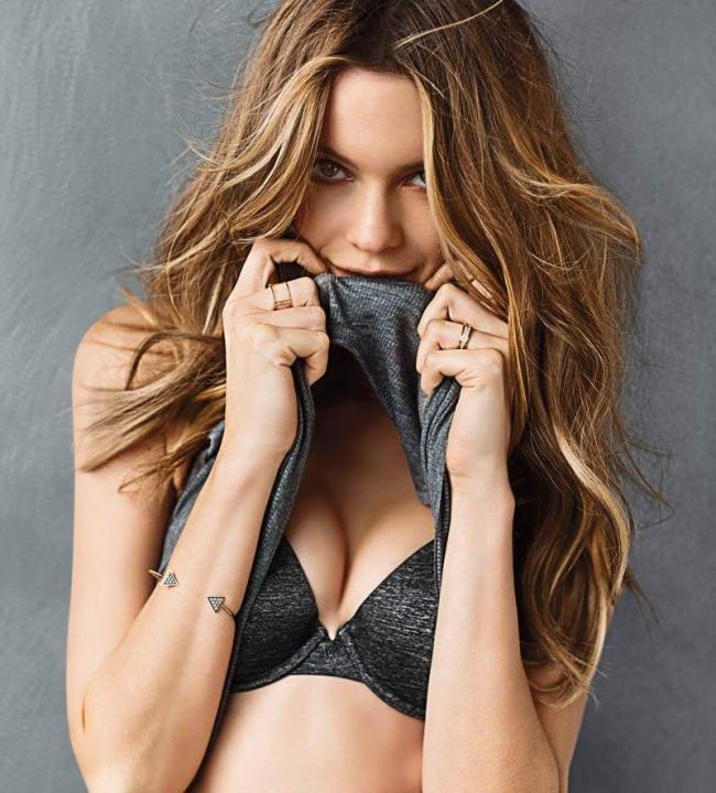 Behati Prinsloo Wiki, Biography, Baby, Wedding, Net Worth & Images