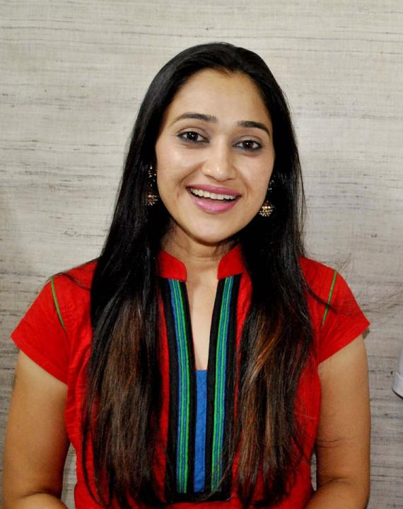 Disha Vakani Wiki, Biography, Age, Baby Name, Husband, Family 2