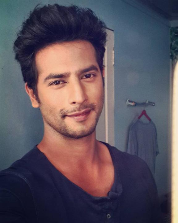 Sehban Azmi Wiki, Biography, Age, Height, Weight, Family, Wife