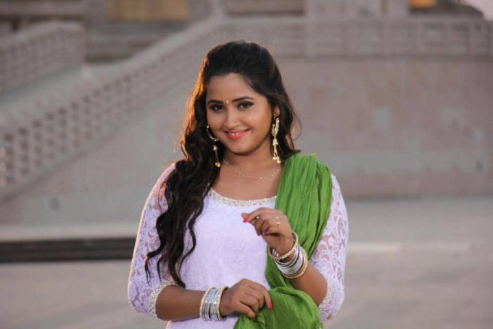 Kajal Raghwani Wiki, Biography, Age, Height, Weight, Family, Photos