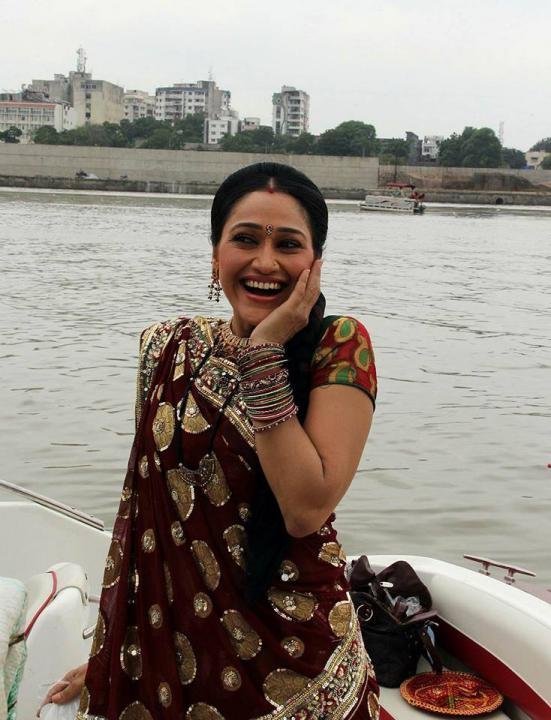 Disha Vakani Wiki, Biography, Age, Baby Name, Husband, Family 3