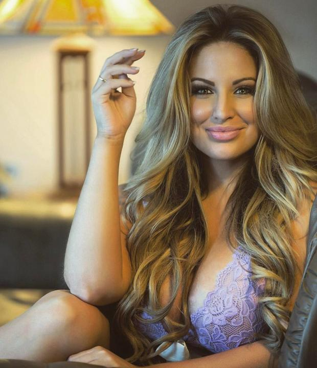Ashley Alexiss biography