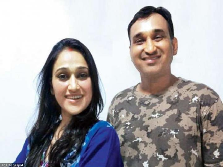 Mayur Vakani with Sister Disha Vakani