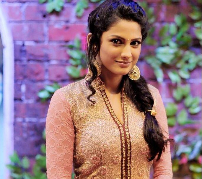 Rucha Hasabnis Wiki, Biography, Age, Husband, Baby, Salary 1
