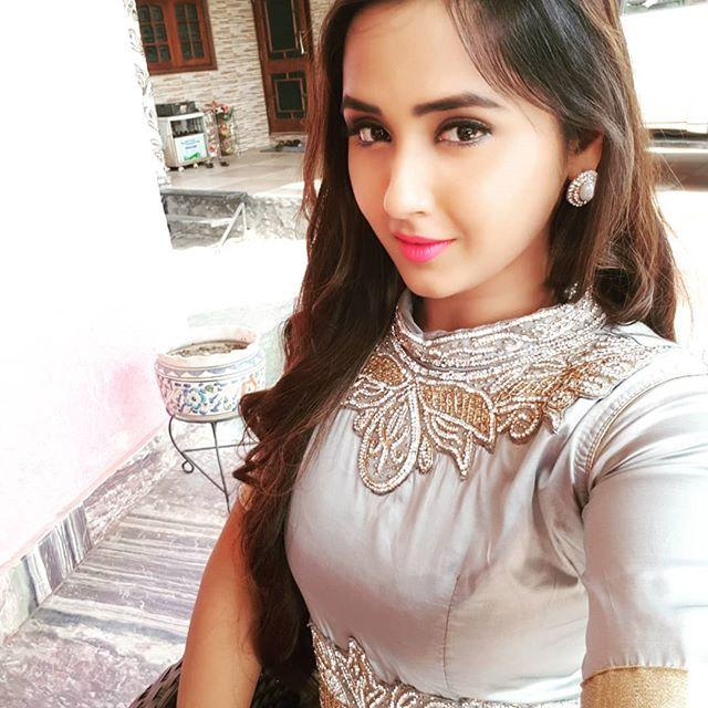 Kajal Raghwani Wiki, Biography, Age, Height, HD Wallpaper