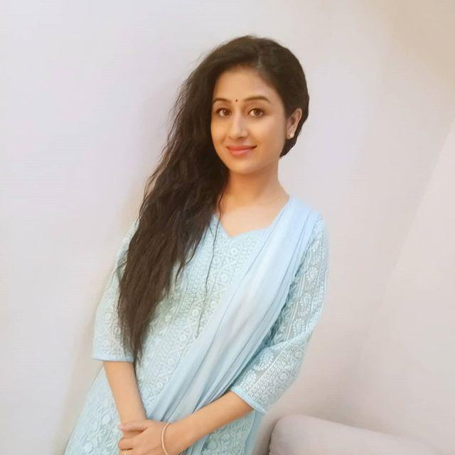 Paridhi Sharma bio