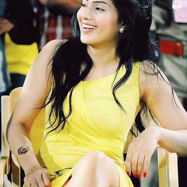 Nikesha Patel Biography, Wiki, Age, Height, Family, Salary & Images 1