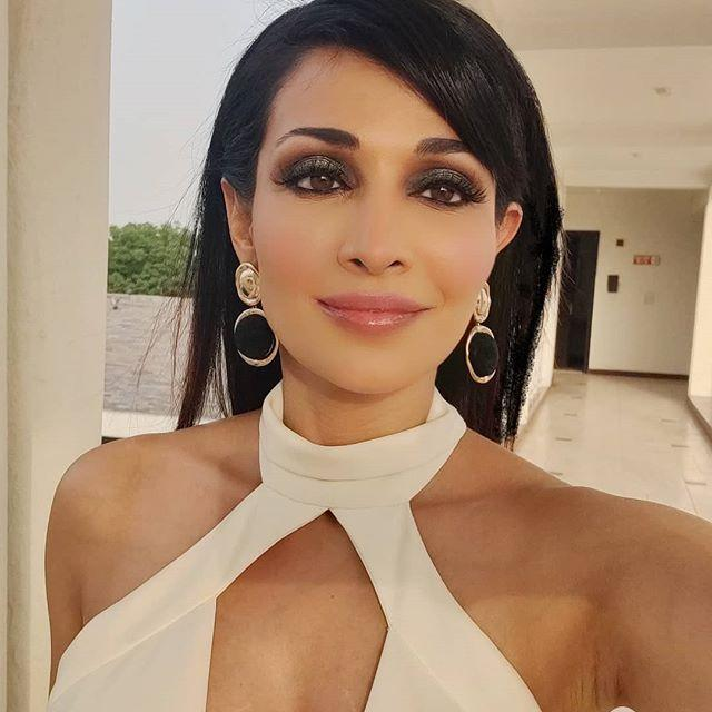 Flora Saini Wiki, Biography, Age, Height, Family, Husband, Salary & Images 1