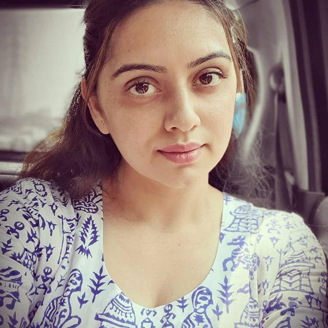 Shruti Marathe Biography, Age, Height, Family, Salary 1