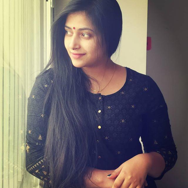 Anu Sithara Wiki, Biography, Age, Height, Family, Salary & Images 4