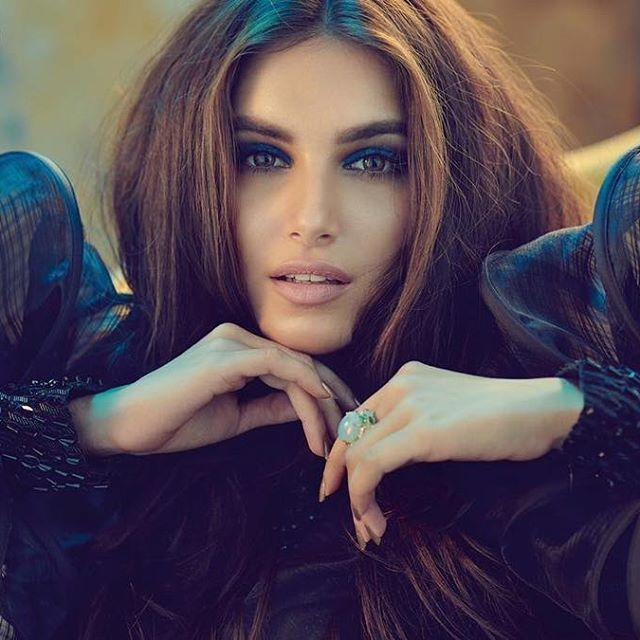 Tara Sutaria Wiki, Biography, Age, Height, Family, Salary & Images 1