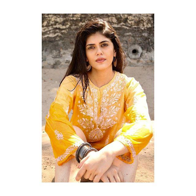 Sanjana Sanghi Biography