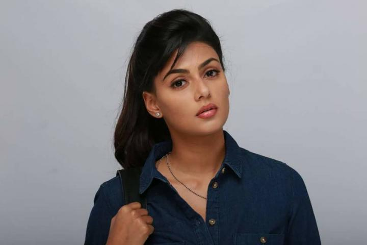Anisha Ambrose Wiki, Biography, Age, Height, Family, Salary & Images 3
