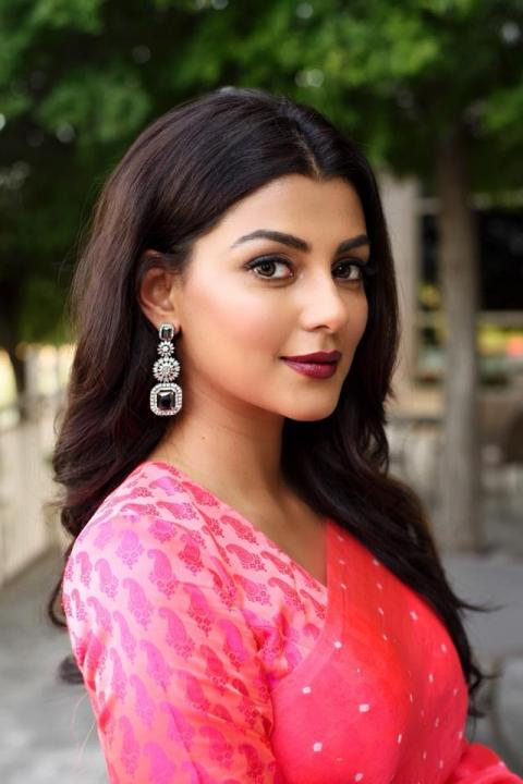 Anisha Ambrose Wiki, Biography, Age, Height, Family, Salary & Images 6