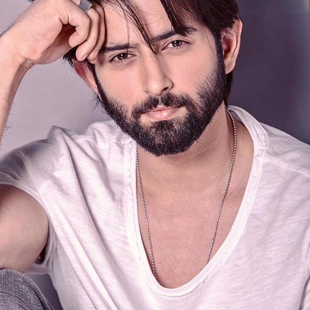 Mudit Nayar Wiki, Biography, Age, Height, Family, Salary & Images 5