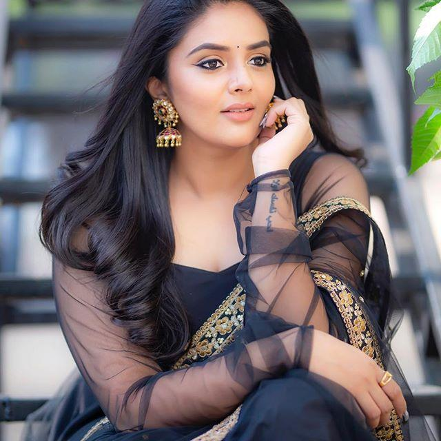 Sreemukhi Wiki, Biography, Age, Height, Family, Husband, Salary & Images 1