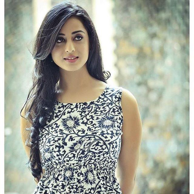 Mahie Gill biography