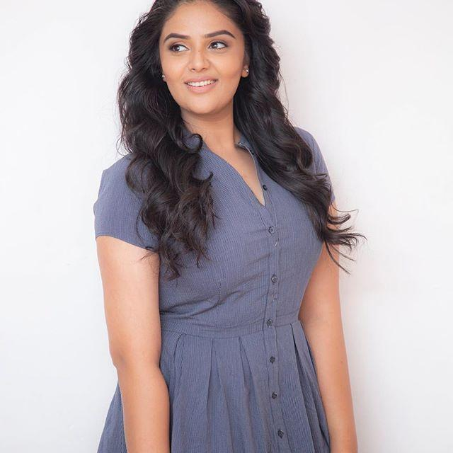 Sreemukhi Wiki, Biography, Age, Height, Family, Husband, Salary & Images 2