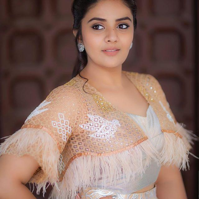 Sreemukhi Wiki, Biography, Age, Height, Family, Husband, Salary & Images 3
