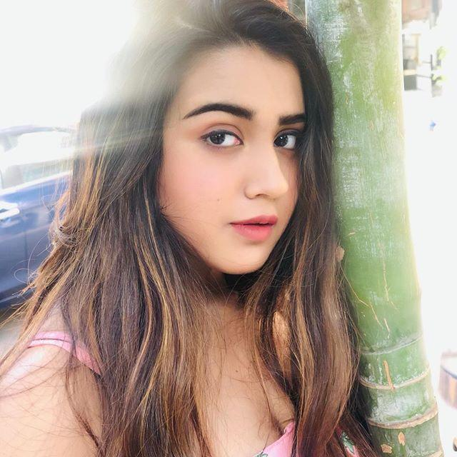 Roshni Walia Wiki, Biography, Age, Height, Family & Images 1