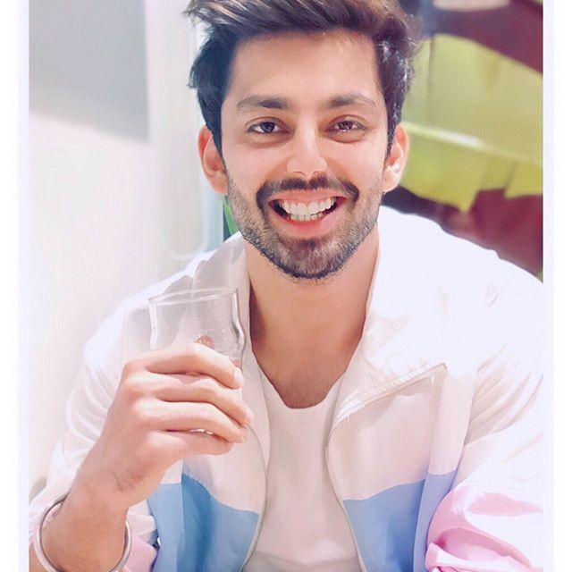 Himansh Kohli Wiki, Biography, Age, Height, Family, Brother, Childhood Pic 2