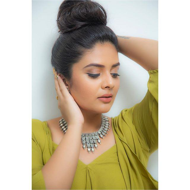 Sreemukhi Wiki, Biography, Age, Height, Family, Husband, Salary & Images 6