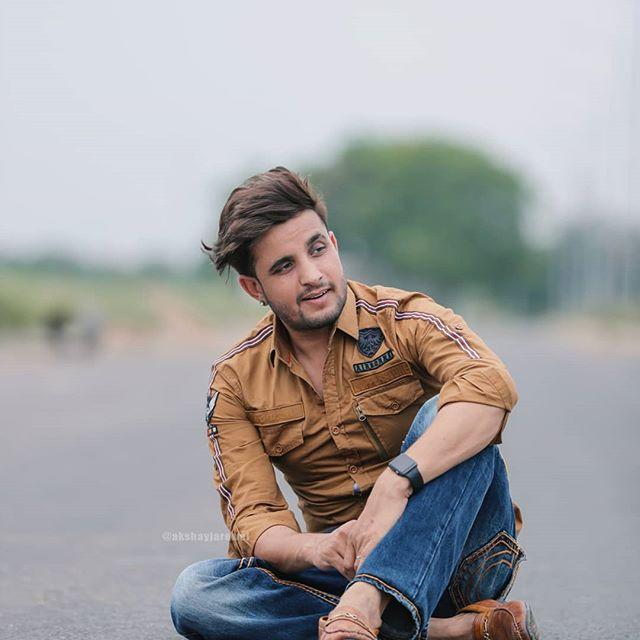 R. Nait Wiki, Biography, Age, Height, Family, Girlfriend, & Salary 1